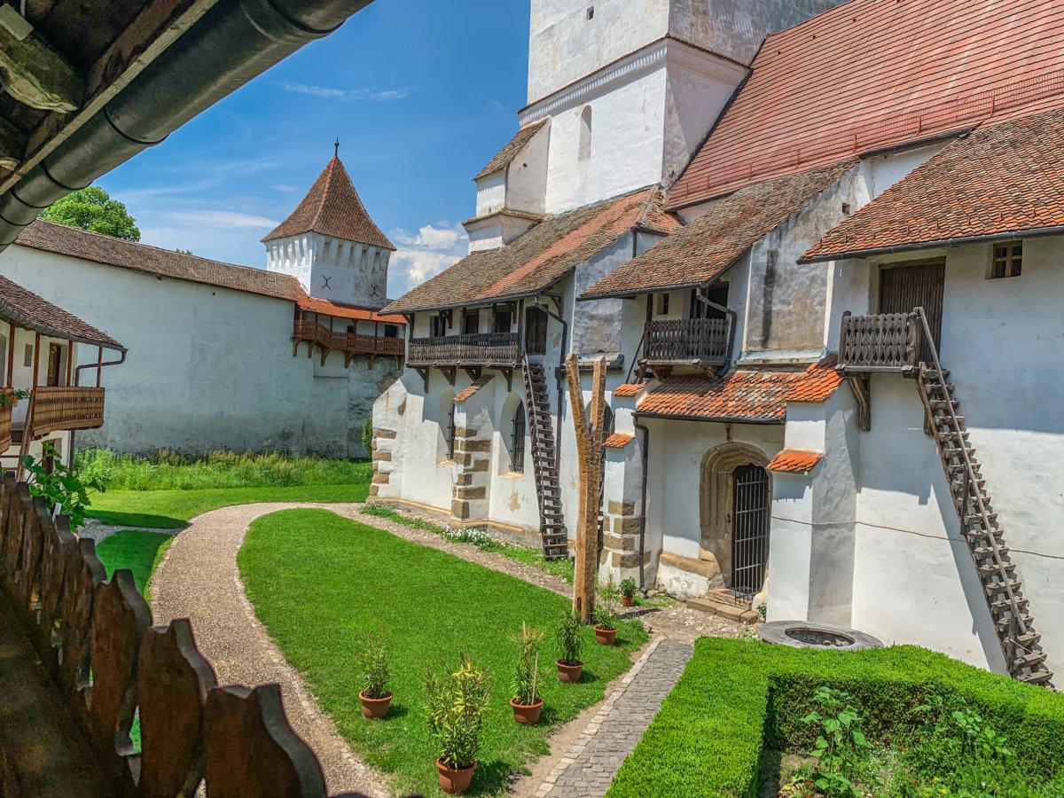 biserica-fortificata-harman