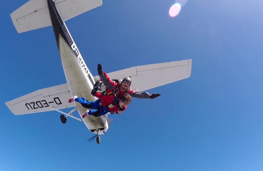 aerodromul-piatra-craiului-tohanu-nou-salt cu parasuta