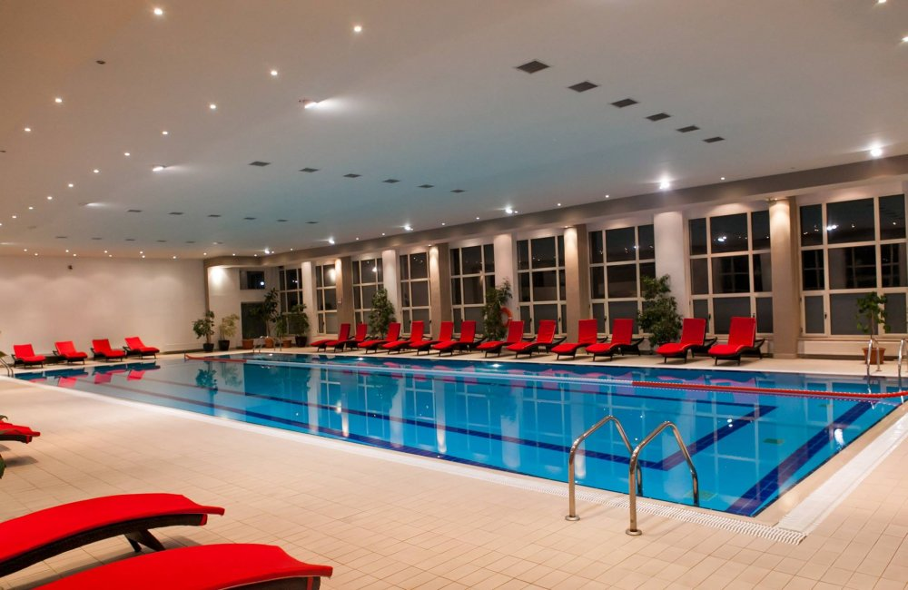 new-montana-piscina-spa-sinaia